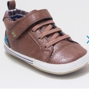 Baby boys surprize by stride right sneakers